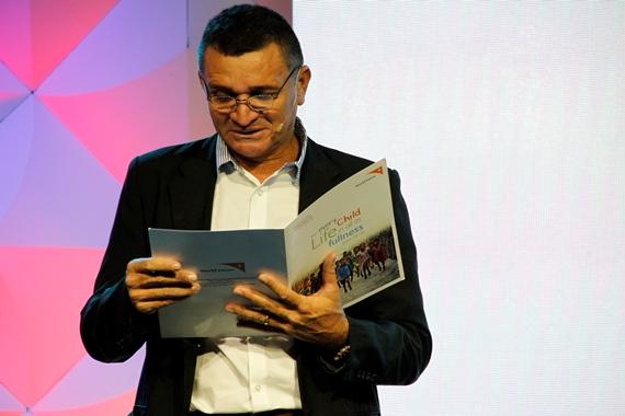 Paulo Uchôa dirigiéndose a los asistentes al Concilio Trienal de World Vision Internacional. Foto: Sebastián Estrada/World Vision